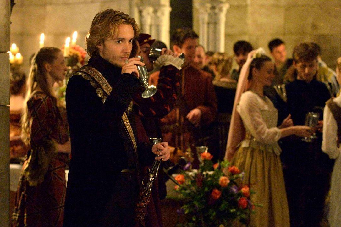 Seine Pflichten als Thronerbe von Frankreich haben aus Prinz Francis (Toby Regbo) schon früh einen ernsthaften und verantwortungsvollen Mann gemacht... - Bildquelle: Ben Mark Holzberg 2013 The CW Network, LLC. All rights reserved.