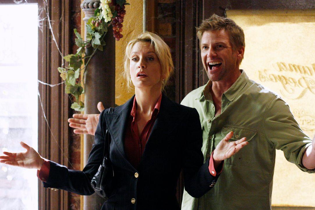 Nachdem Tom (Doug Savant, r.) im Alleingang ein altes Haus gemietet hat, kommt es zwischen ihm und Lynette (Felicity Huffman, l.) zu einem heftigen... - Bildquelle: 2005 Touchstone Television  All Rights Reserved