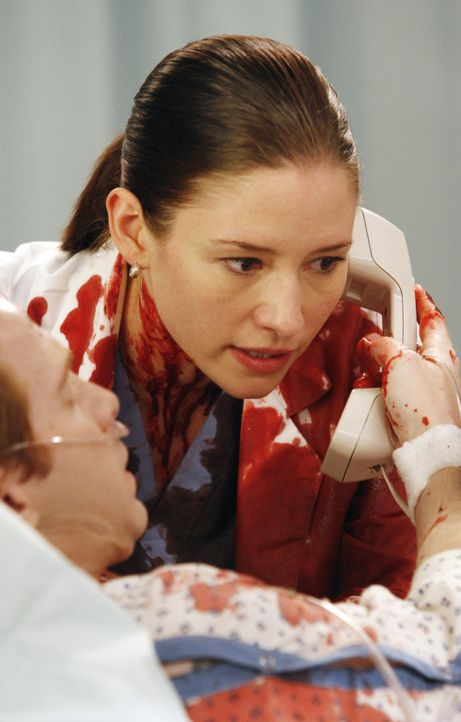 Lexie (Chyler Leigh, r.) kann ihre Hände nicht von Nicks (Seth Green, l.) geplatzter Arterie nehmen, da er sonst verbluten würde. Nur auf Umwegen un... - Bildquelle: Touchstone Television