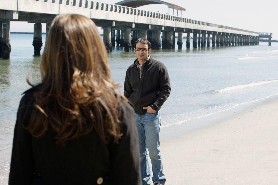 Kann Melinda (Jennifer Love Hewitt, l.) den Geist von Justin Yates (Omid Abtahi, r.) davon überzeugen, ins Licht zu gehen? - Bildquelle: ABC Studios