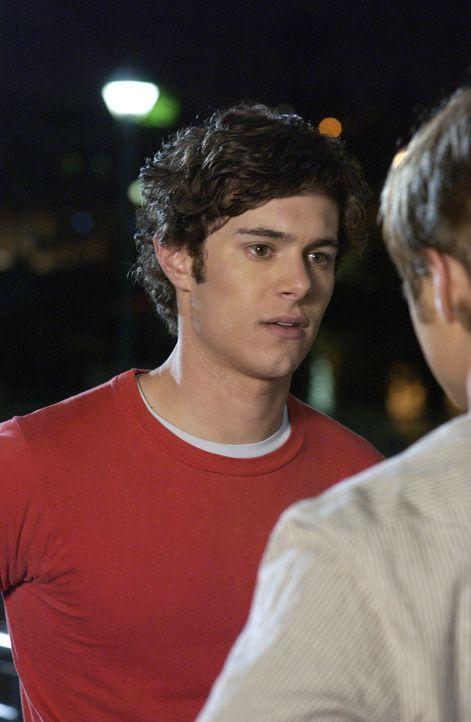 Seth (Adam Brody, l.) möchte Lindsay kennen lernen - das soll Ryan bitte in die Wege leiten. Doch leider läuft mal wieder nichts wie geplant ... - Bildquelle: Warner Bros. Television