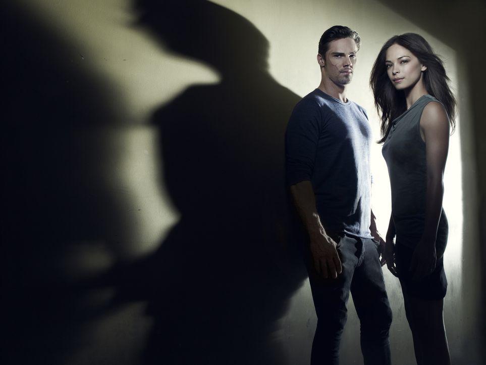 (1. Staffel) - Müssen sich gegenseitig retten: Catherine Chandler (Kristin Kreuk, r.) und Vincent Keller (Jay Ryan, l.) ... - Bildquelle: 2012 The CW Network, LLC. All rights reserved.