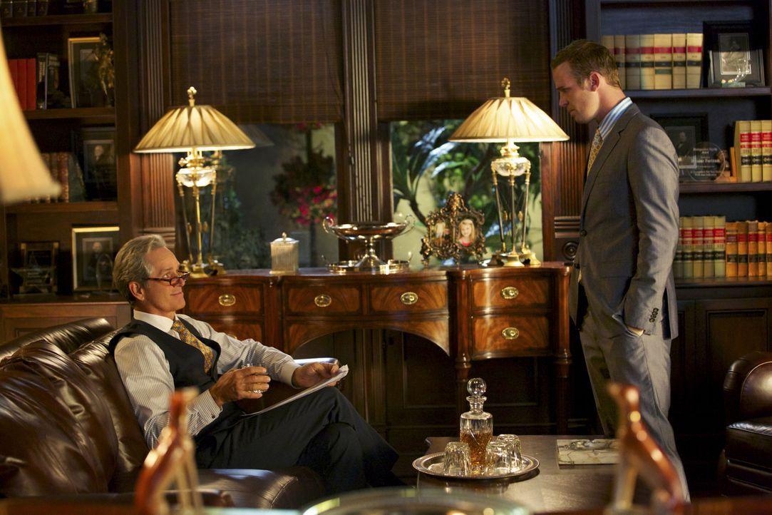 Roy (Cam Gigandet, r.) setzt nicht nur die Beziehung zu seinem Partner und Ex-Schwiegervater Dec (Gregory Harrison, l.) aufs Spiel, als er eine alte... - Bildquelle: 2013 CBS BROADCASTING INC. ALL RIGHTS RESERVED.