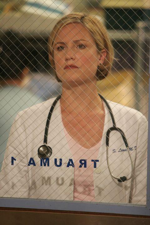 Neela, Abby und Ray müssen als zukünftige Mentoren ihre ersten Medizinstudenten übernehmen. Dabei geht allerdings einiges schief und Susan (Sherry S... - Bildquelle: Warner Bros. Television