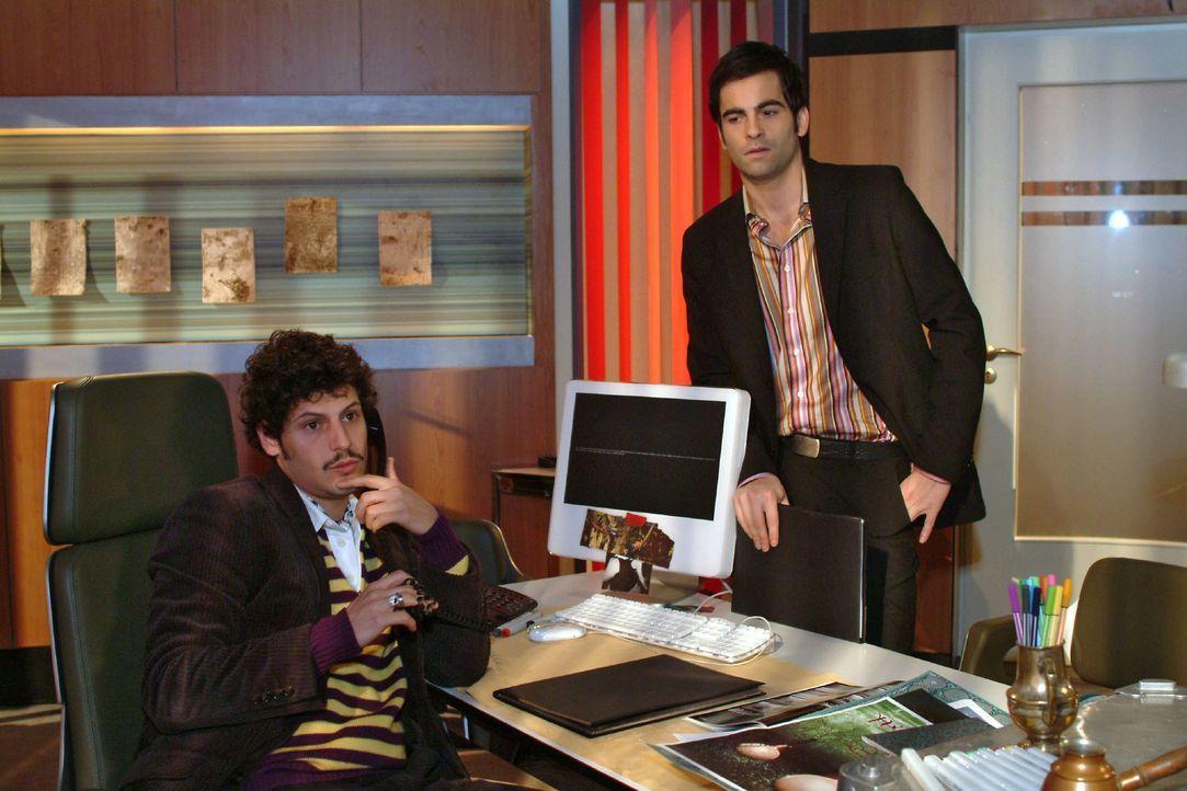 David (Mathis Künzler, r.) entgeht nicht, dass zwischen Rokko (Manuel Cortez, l.) und Lisa etwas vorgefallen sein muss. - Bildquelle: Monika Schürle SAT.1 / Monika Schürle