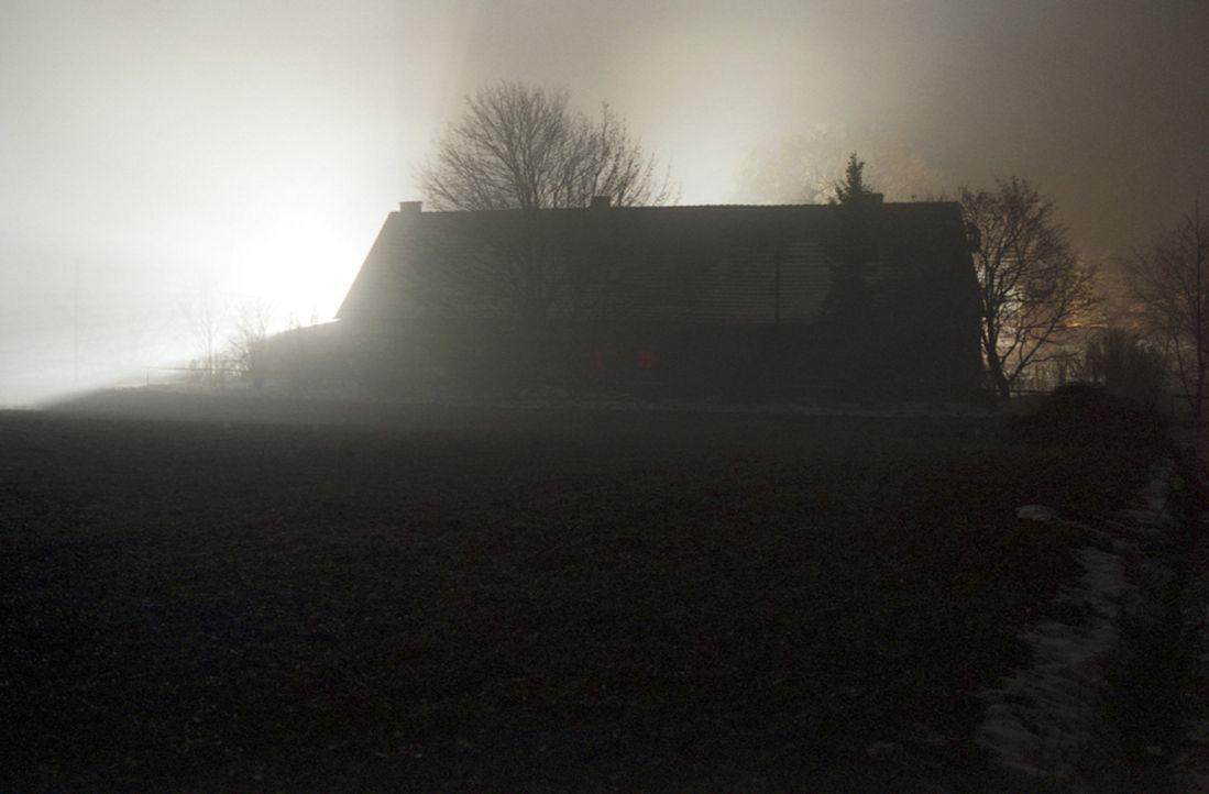Auf dem Einödhof Hinterkaifeck werden in der Nacht zum 1. April 1922 das Ehepaar Gruber, Tochter Viktoria und Enkel sowie die gerade eingetroffene... - Bildquelle: Kinowelt