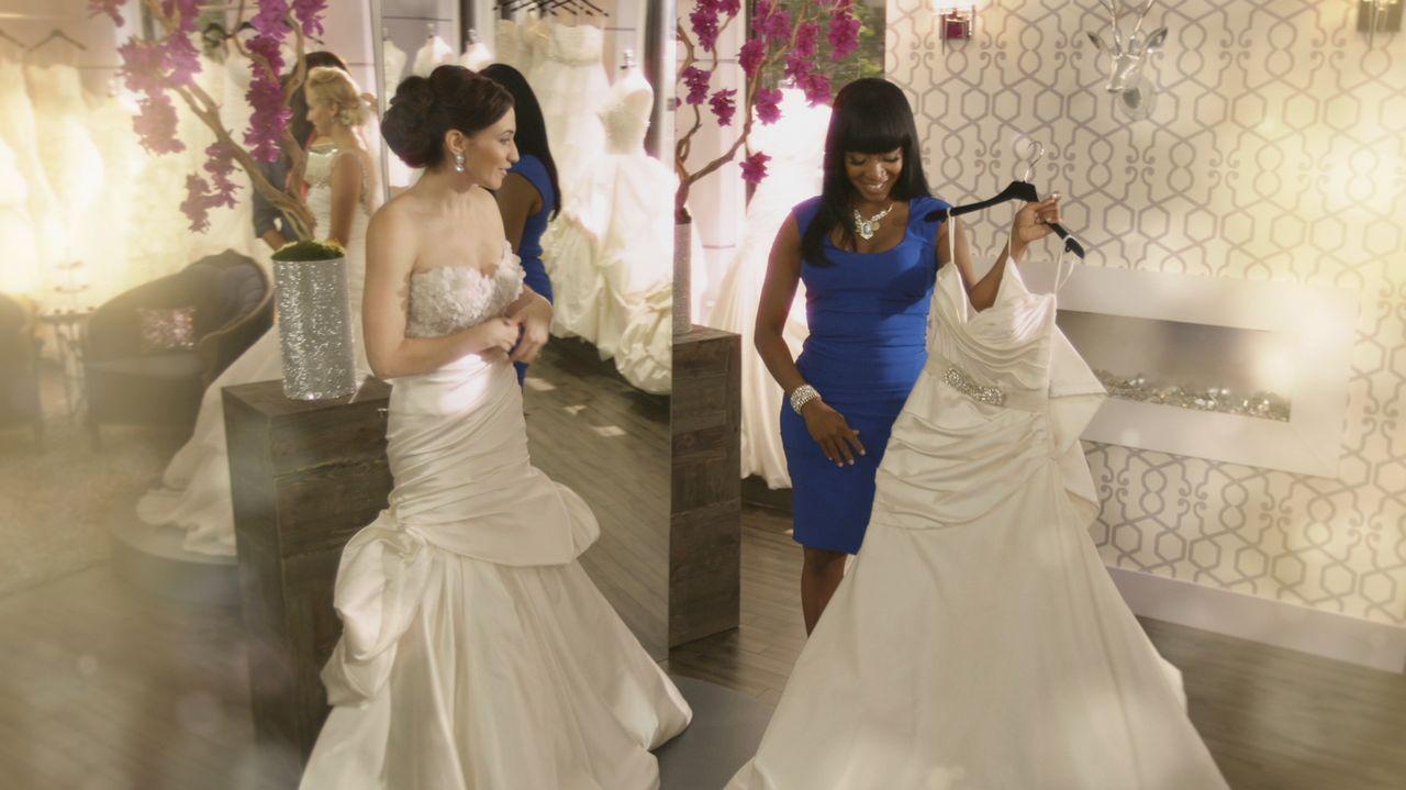 Jede Frau verdient ihr perfektes Hochzeitskleid, und Keasha (r.) weiß ganz genau, wie sie Frauen glücklich macht ... - Bildquelle: Copyright 2012 All Rights Reserved  KPD Productions Inc.