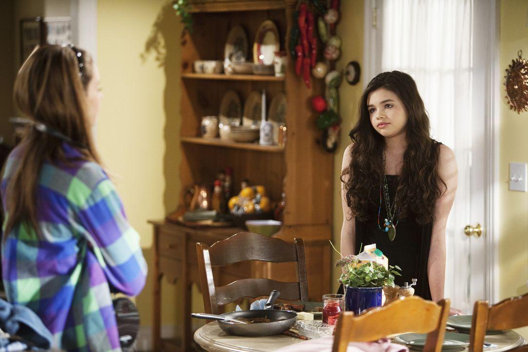 Amy (Shailene Woodley, l.) ist schockiert als sie von ihrer Schwester Ashley (India Eisley, r.) erfährt, dass ihre Mutter sich mit David verlobt ha... - Bildquelle: 2009 DISNEY ENTERPRISES, INC. All rights reserved. NO ARCHIVING. NO RESALE.