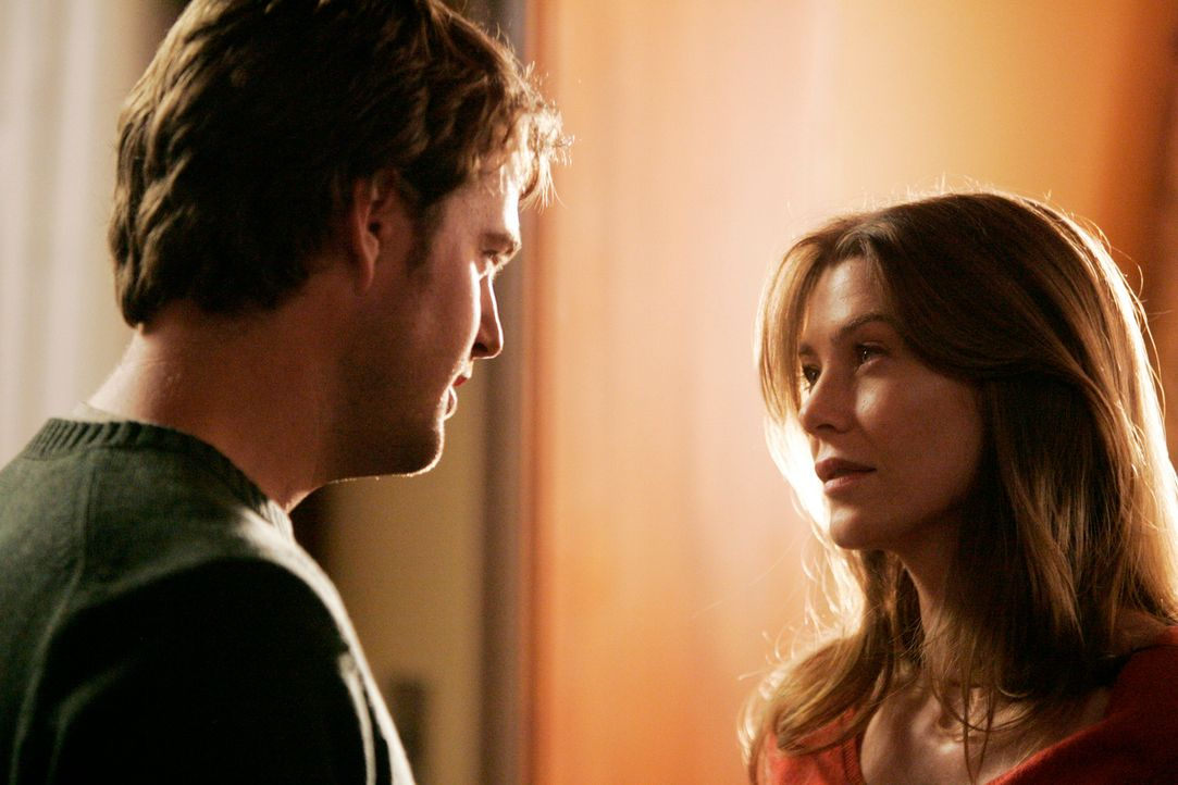 Wird sich Meredith (Ellen Pompeo, r.) für Finn (Chris O'Donnell, l.) entscheiden? - Bildquelle: Touchstone Television