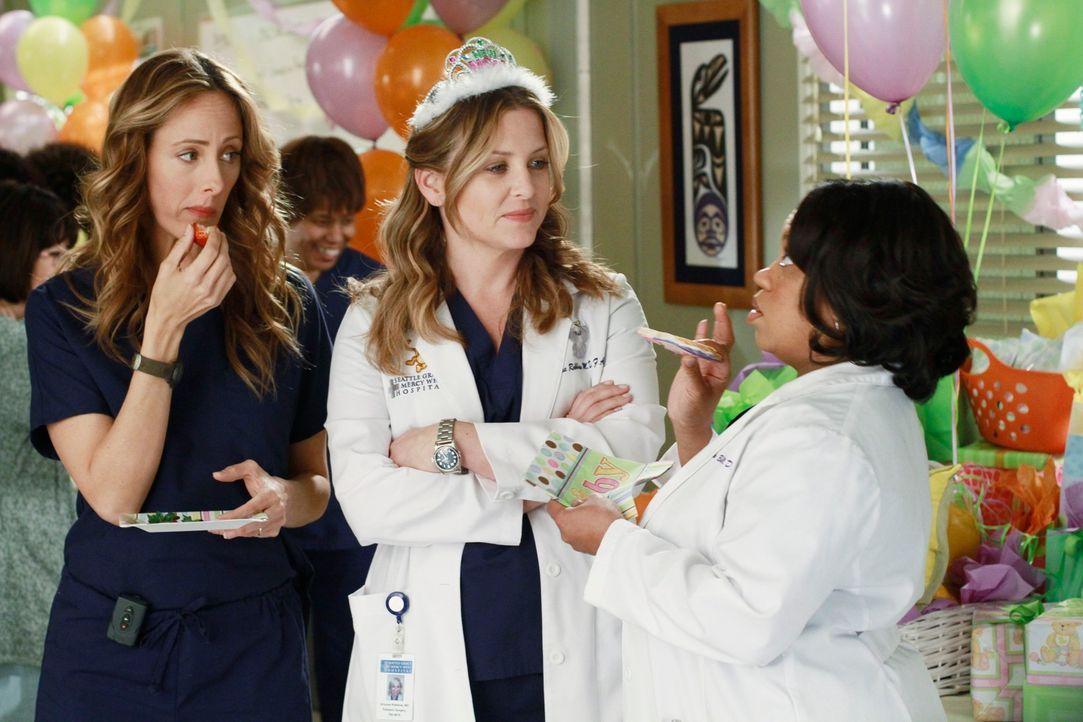 Nicht für alle, ist die Baby-Party ein Spaß: Teddy (Kim Raver, l.), Arizona (Jessica Capshaw, M.) und Miranda (Chandra Wilson, r.) ... - Bildquelle: ABC Studios