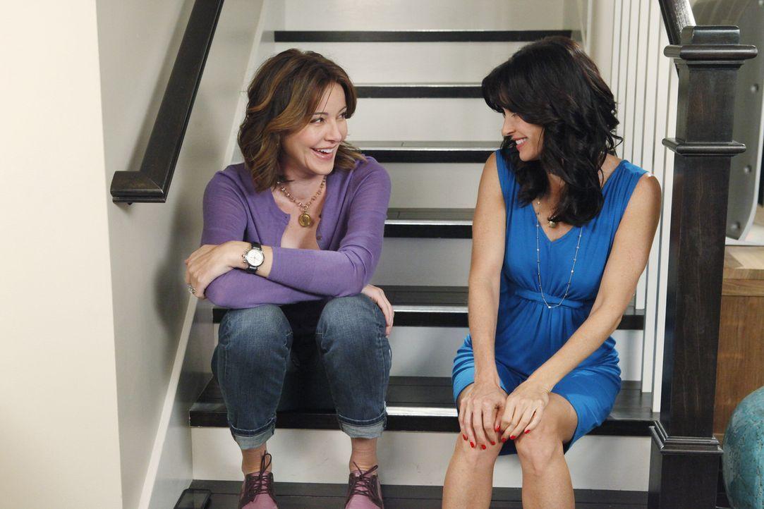Die besten Freundinnen Ellie (Christa Miller, l.) und Jules (Courteney Cox, r.) meistern fast alle Probleme zusammen ... - Bildquelle: 2009 ABC INC.