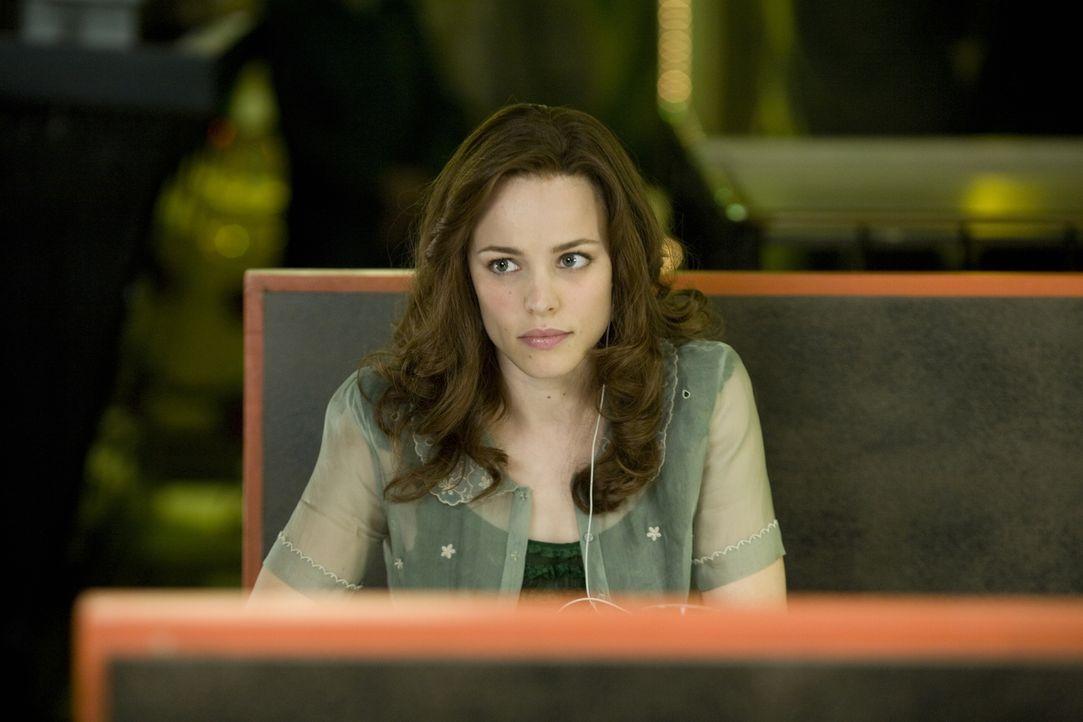 Obwohl die beiden durch Henrys spontane Reisen immer wieder abrupt getrennt werden, glaubt Clare (Rachel McAdams) fest an ein gemeinsame Zukunft ... - Bildquelle: Warner Brothers