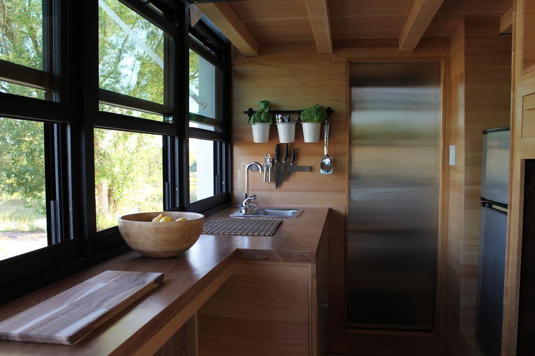 Ein altmodischer Camping-Bus kommt für die kreativen Köpfe Alex und Lance nicht in Frage. Sie gestalten ein Minihaus auf Rädern, das nicht nur eine... - Bildquelle: 2015, HGTV/Scripps Networks, LLC. All Rights Reserved