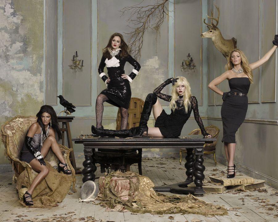 (4. Staffel) - Tratsch und Klatsch regieren ihr Leben: Serena (Blake Lively, r.), Blair (Leighton Meester, 2.v.l.), Jenny (Taylor Momsen, 2.v.r.) un... - Bildquelle: Warner Brothers