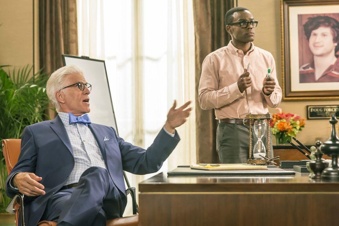 Auch Michael (Ted Danson, l.) drängt Chidi (William Jackson Harper, r.) dazu, endlich eine wichtige Entscheidung zu treffen ... - Bildquelle: Ron Batzdorff 2016 Universal Television LLC. ALL RIGHTS RESERVED.
