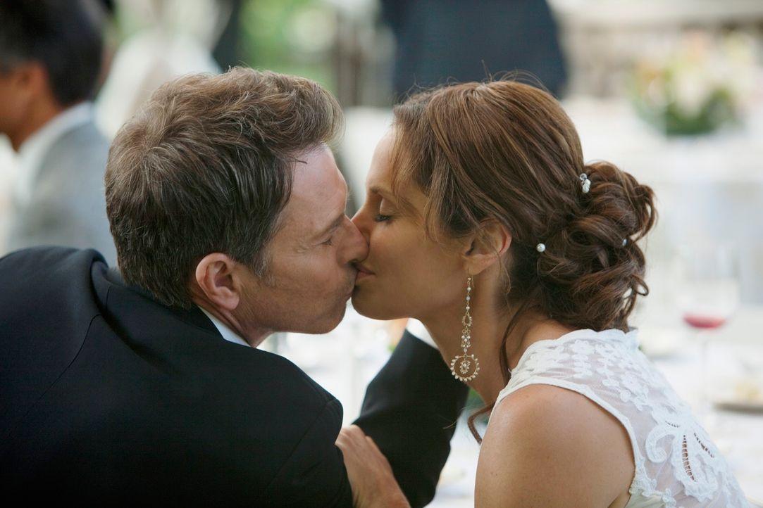Sind überglücklich miteinander: Pete (Tim Daly, l.) und Violet (Amy Brenneman, r.) ... - Bildquelle: ABC Studios