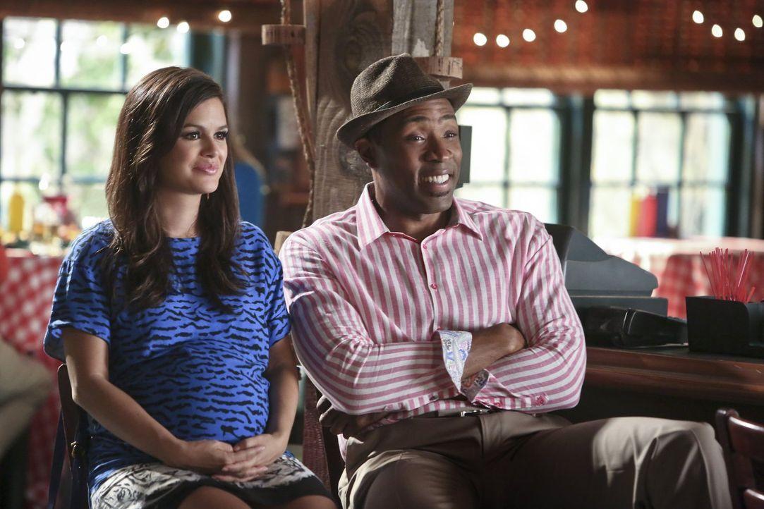 Zoe (Rachel Bilson, l.) und Lavon (Cress Williams, r.) hoffen, dass Wade wieder geradebiegen kann, was er angerichtet hat ... - Bildquelle: 2014 Warner Brothers