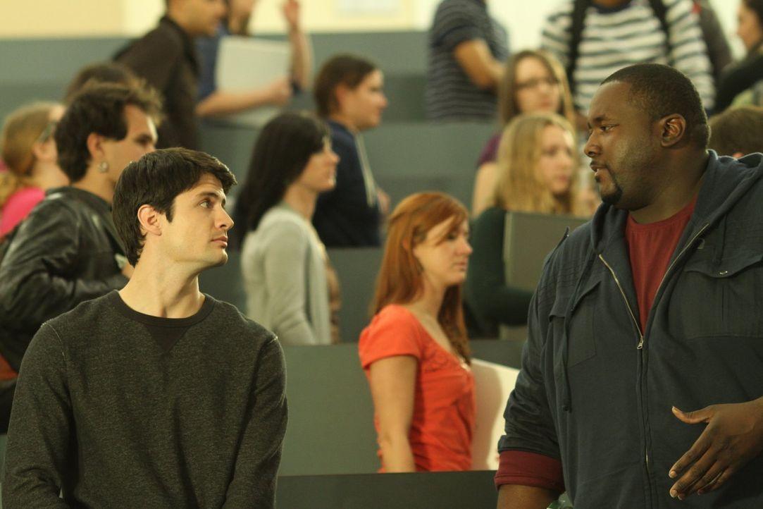 Nachdem Nathan (James Scott, l.) einer Lerngruppe beigetreten ist, in der alle ihn zu hassen scheinen, weiß er nicht, ob Tommy (Quinton Aaron, r.) s... - Bildquelle: Warner Bros. Pictures