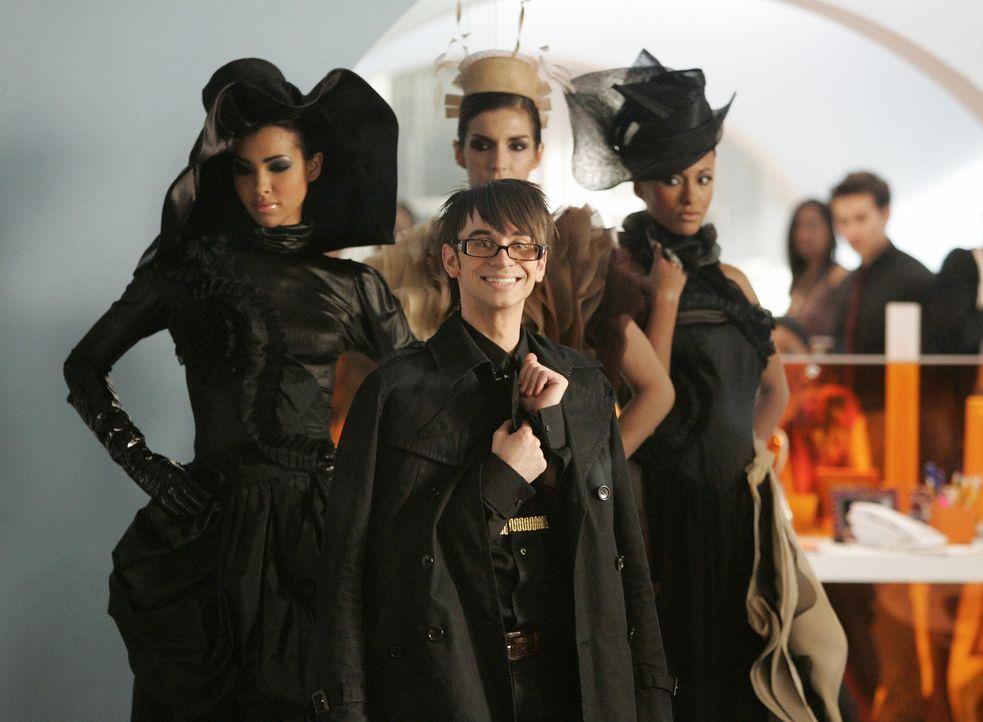 Stellt seine neue Kollektion vor: Designer Christian Siriano (Christian Siriano, M.) ... - Bildquelle: Buena Vista International Television