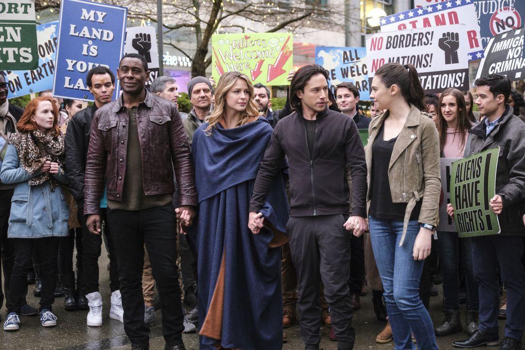 (vorne v.l.n.r.) J'onn (David Harewood); Kara alias Supergirl (Melissa Benoist); Querl (Jesse Rath); Nia Nal (Nicole Maines) - Bildquelle: Jeff Weddell 2018 The CW Network, LLC. All Rights Reserved.