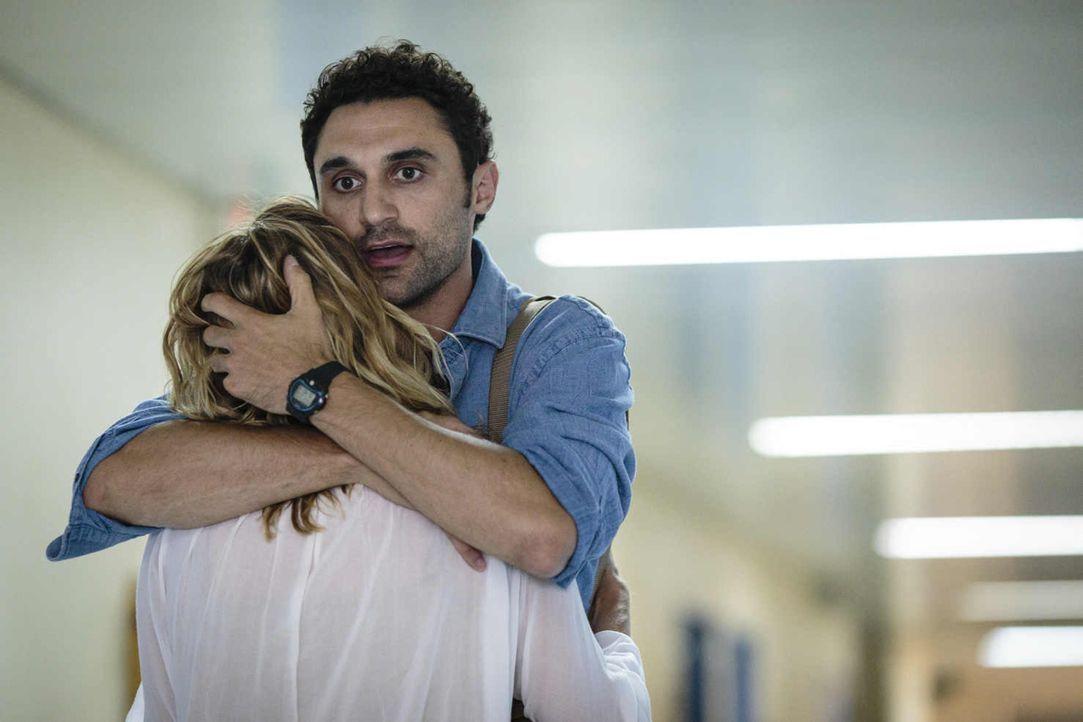 Nach einigen Ehejahren kommt bei Eva (Felicitas Woll, l.) und Luis (Renato Schuch, r.) immer wieder der (noch) leise Verdacht auf, dass sie beide si... - Bildquelle: Joao Tuna SAT.1