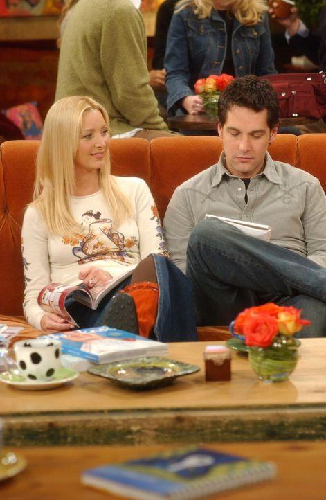 Phoebe (Lisa Kudrow, l.) und Mike (Paul Rudd, r.) planen ihre Hochzeit und sind der Meinung, dass es eine Sünde ist, so viel Geld für einen einzigen... - Bildquelle: 2003 Warner Brothers International Television