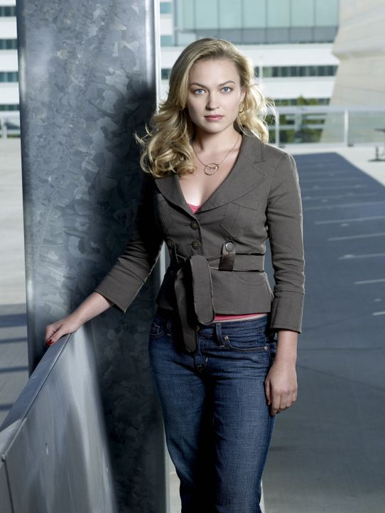 (1. Staffel) - Sie ist fasziniert von Mick: die Reporterin Beth Turner (Sophia Myles) ... - Bildquelle: Warner Brothers