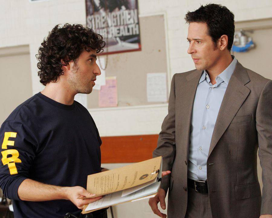 Mit Hilfe von seinem Bruder Charlie (David Krumholtz, l.) will Don (Rob Morrow, r.) einen neuen Mordfall aufdecken. Doch wird es ihnen gelingen? - Bildquelle: Paramount Network Television