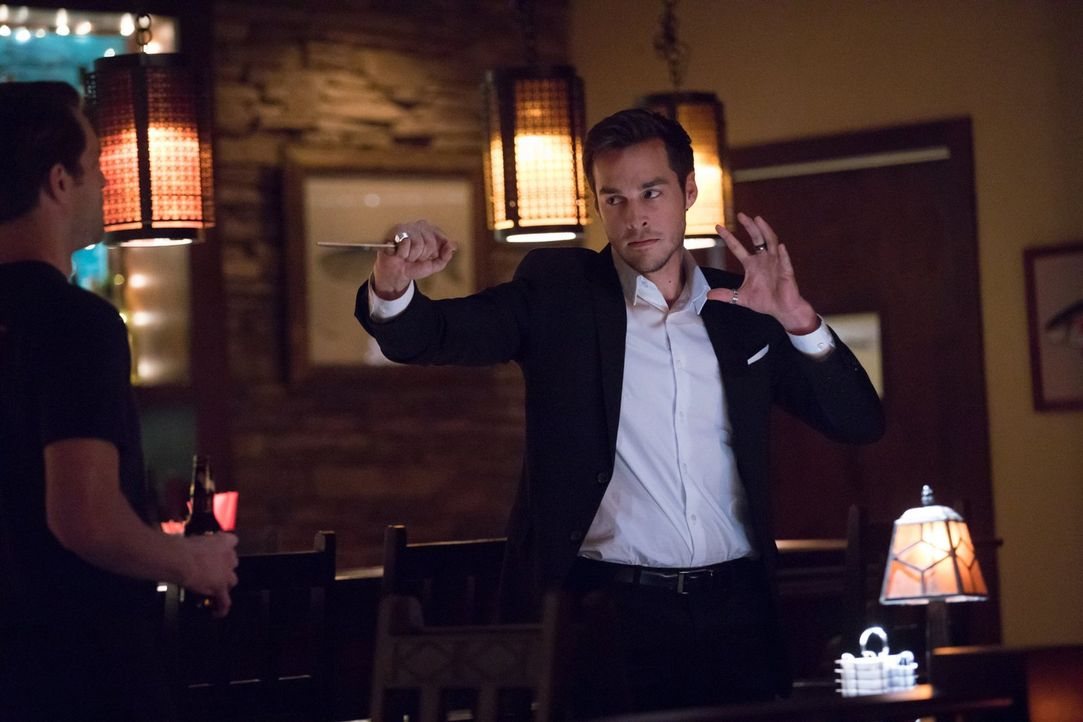 Als Kai (Chris Wood) aus der Hölle ausbrechen kann, setzt er alles daran, nie wieder zurück zu müssen. Unterdessen machen Alaric und auch Bonnie Ent... - Bildquelle: Warner Bros. Entertainment, Inc.
