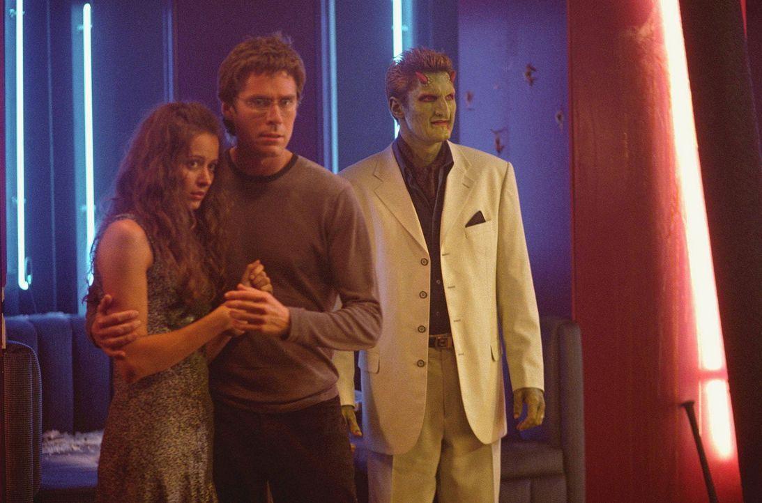 Noch bevor Gunn seine Freunde Wesley (Alexis Denisof, M.), Fred (Amy Acker, l.) und Lorne (Andy Hallett, r.) informieren kann, überfällt seine ehema... - Bildquelle: 20th Century Fox. All Rights Reserved.