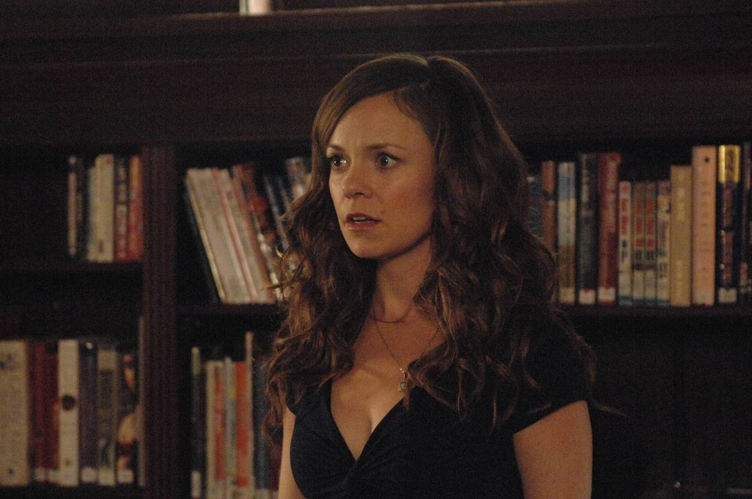 Während einer Benefizveranstaltung in der Bibliothek wird Ingrid (Rachel Boston) von einem besonders zudringlichen Verehrer belästigt ... - Bildquelle: 2013 Lifetime Entertainment Services, LLC. All rights reserved.v