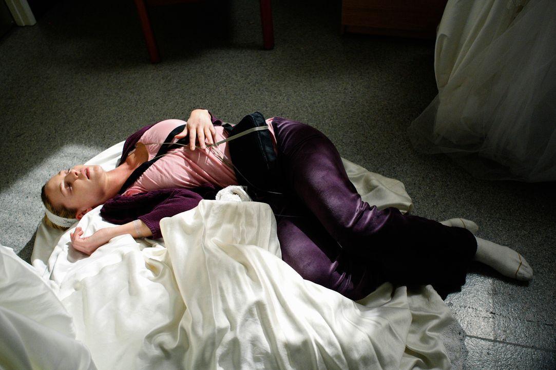Izzie (Katherine Heigl) stürzt sich Hals über Kopf in die Planungen von Merediths und Dereks Hochzeit und mutet sich dabei zu viel zu ... - Bildquelle: Touchstone Television