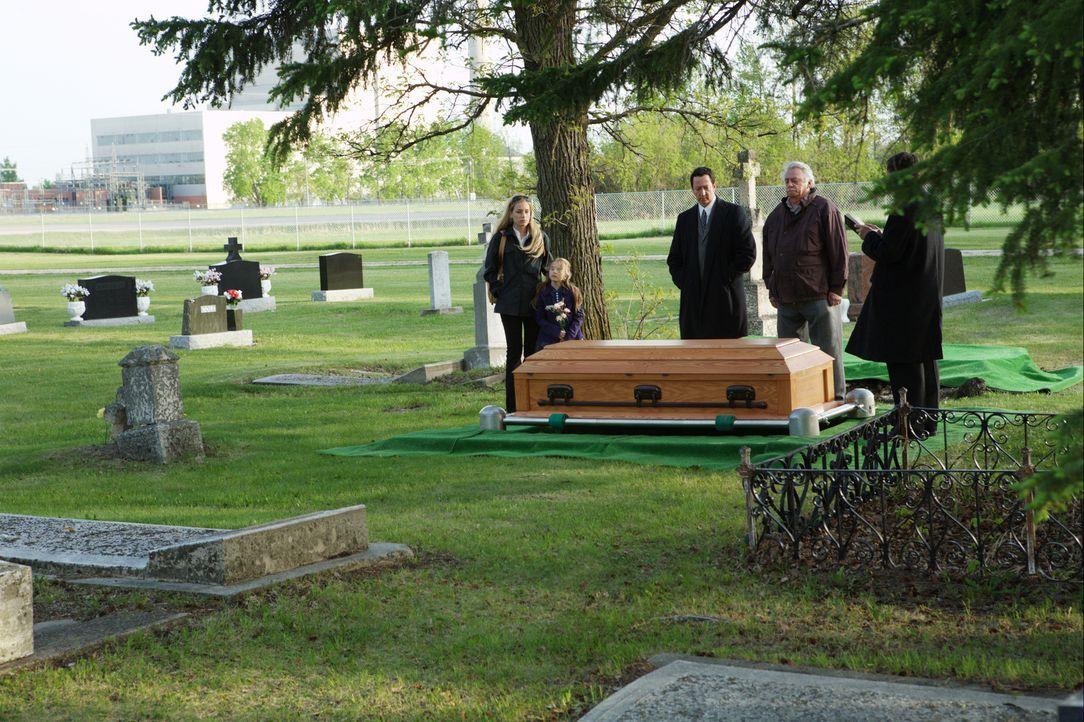 Für seine Frau Lisa (Piper Perabo, l.) und seine Tochter Katie (Brooklynn Proulx, 2.v.l.) ist der zum Tode verurteilte Ben tot. Doch Ben lebt! Ihm s... - Bildquelle: 2008 Medea Capital LLC. All Rights Reserved.