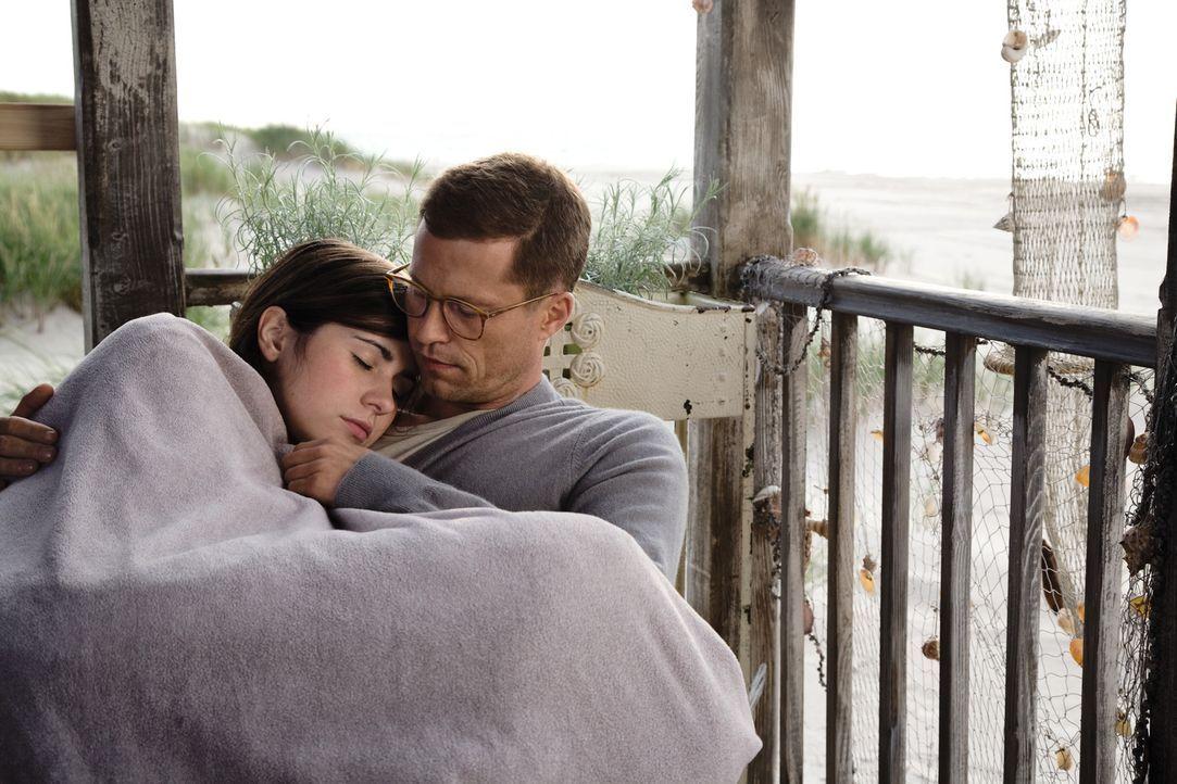 Werden Anna (Nora Tschirner, l.) und Ludo (Til Schweiger, r.) die Schwierigkeiten in ihrer Beziehung meistern können? - Bildquelle: 2009 Warner Bros. Entertainment