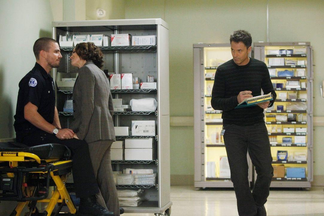 Während Erica nicht möchte, dass Mason von ihrer Krankheit erfährt, ist Pete (Tim Daly, r.) von Viloets (Amy Brenneman, M.) und Scotts (Stephen A... - Bildquelle: ABC Studios