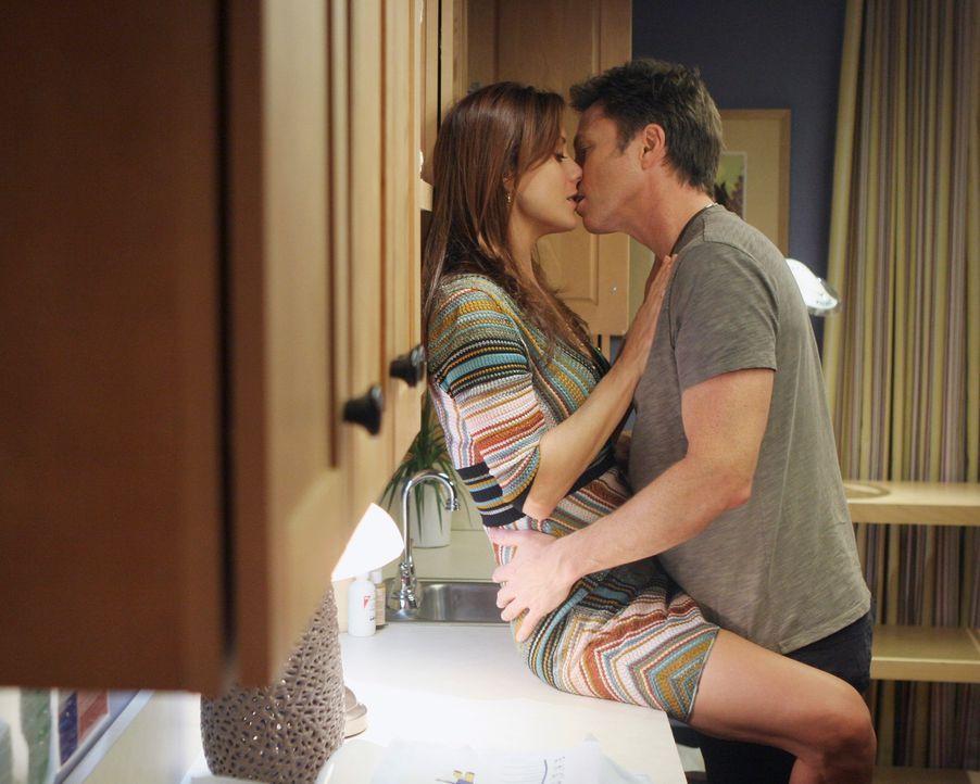 Können nicht voneinander lassen: Addison (Kate Walsh, l.) und Pete (Tim Daly, r.) ... - Bildquelle: 2007 American Broadcasting Companies, Inc. All rights reserved.