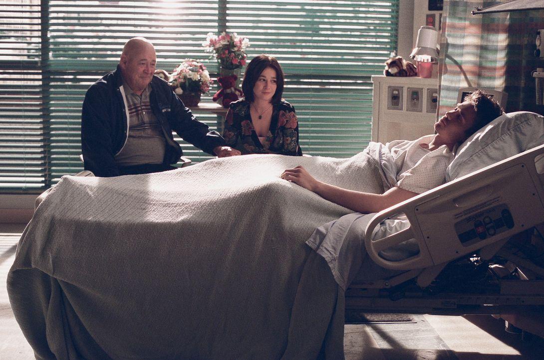 Sind besorgt um Lucas (Chad Michael Murray, r.): Whitey (Barry Corbin, l.) und Karen (Moira Kelly, M.) ... - Bildquelle: Warner Bros. Pictures