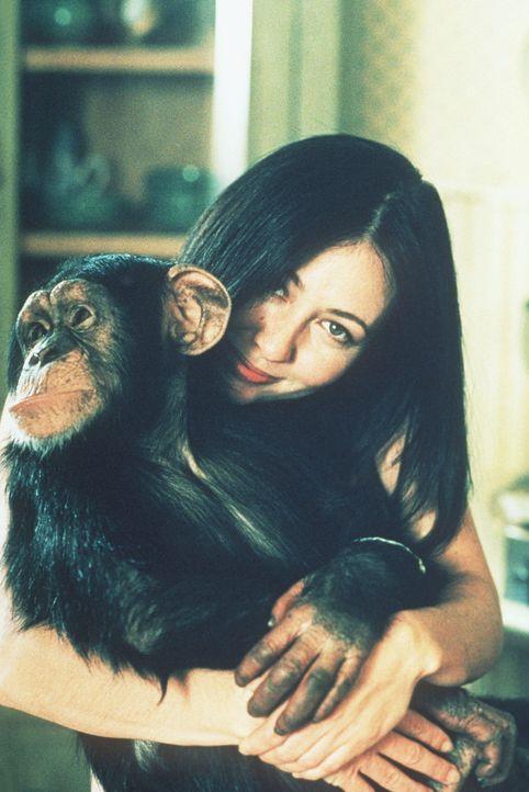 Ein Schimpanse verfügt plötzlich über die Zauberkraft von Prue (Shannen Doherty). - Bildquelle: Paramount Pictures