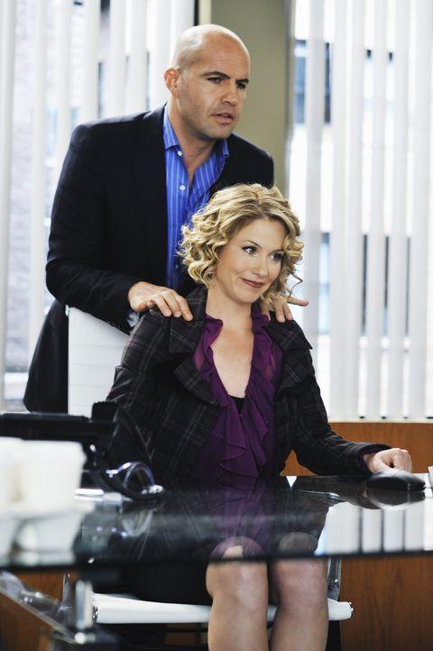 Wird sich Samantha (Christina Applegate, r.) von Winston Funk (Billy Zane, l.) einlullen lassen? - Bildquelle: 2008 American Broadcasting Companies, Inc. All rights reserved.