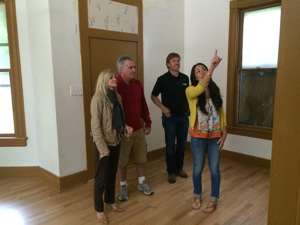 Die Baylor University Absolventen Lori (l.) und Baron (r.) suchen nach einem zweiten Haus in Waco. Sie möchten ein Haus mit Geschmack, haben allerdi... - Bildquelle: 2015, HGTV/ Scripps Networks, LLC.  All Rights Reserved.