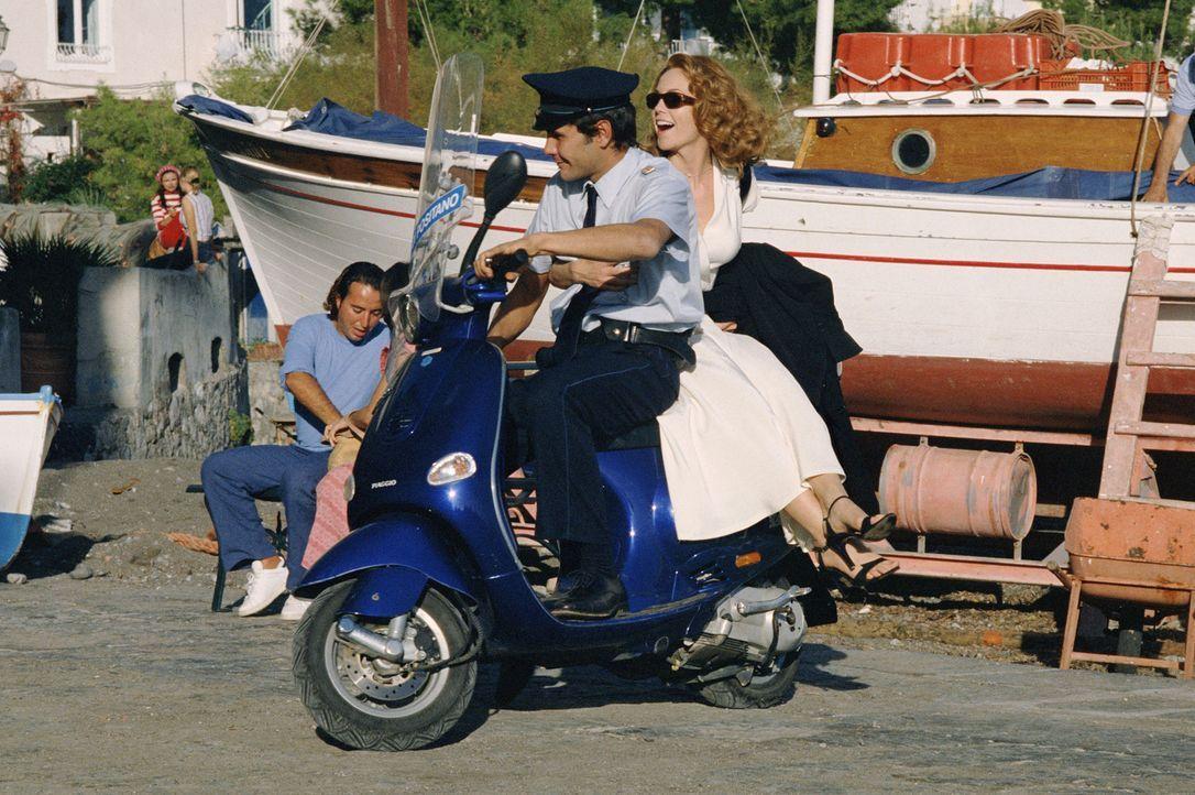 Die Autorin Frances Mayes (Diane Lane, r.) lebt in San Francisco und ihr Leben läuft gut - bis es zur Scheidung zwischen ihr und ihrem Mann kommt, w... - Bildquelle: Buena Vista International Inc.