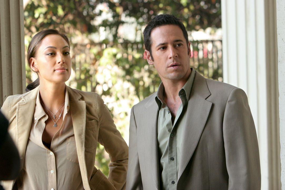 Gemeinsam versuchen sie einen Mordfall auf der Rennbahn zu lösen: Liz Warner (Aya Sumika, l.) und Don (Rob Morrow, r.) ... - Bildquelle: Paramount Network Television