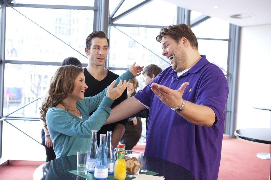 Michael (Andreas Jancke, M.) hat sich auf ein entspanntes Wochenende mit Bea (Vanessa Jung, l.) gefreut. Aber unglücklicherweise treffen die beiden... - Bildquelle: SAT.1