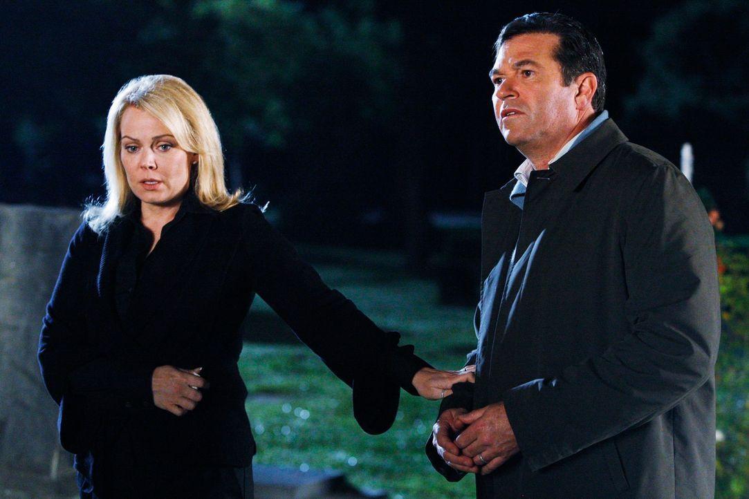 Karen Weston (Gail O'Grady, l.) und ihr Mann (Erich Anderson, r.) erkennen, dass sie sich zusammenraufen müssen, wenn sie ihre Tochter nicht verlier... - Bildquelle: ABC Studios