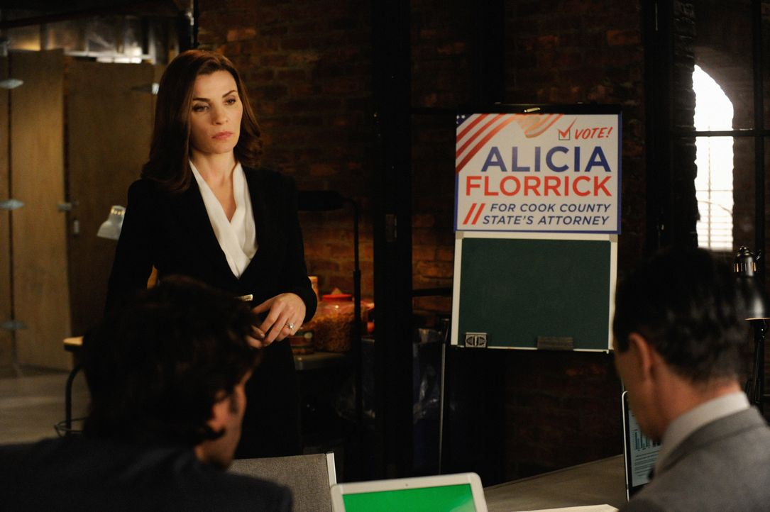 Während für Cary der Tag des Gerichtsverfahrens gekommen ist, schießt sich Alicia (Julianna Margulies) mit einer unbedachten Bemerkung in ihrem Renn... - Bildquelle: Jeffery Neira 2014 CBS Broadcasting Inc. All Rights Reserved.