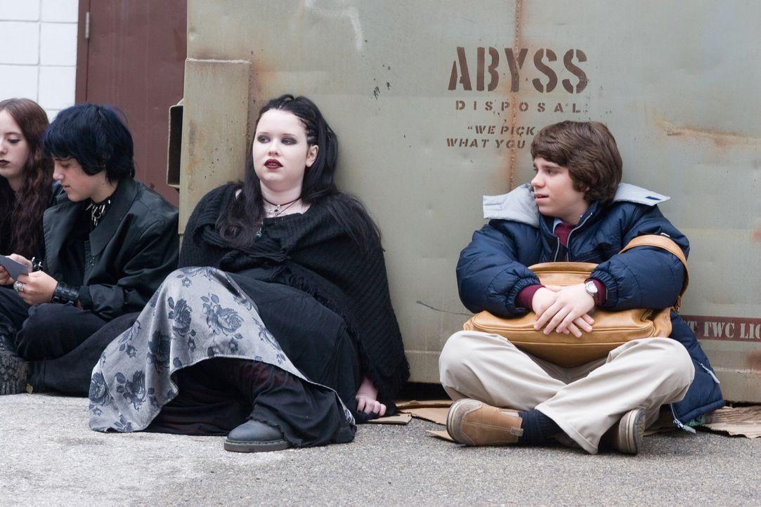 Kaum an der neuen Schule angekommen, wird Sam (Ryan Pinkston, r.) bewusst, dass er ein hoffnungsloser Außenseiter ist. Doch das will er ändern ... - Bildquelle: New Line Cinema