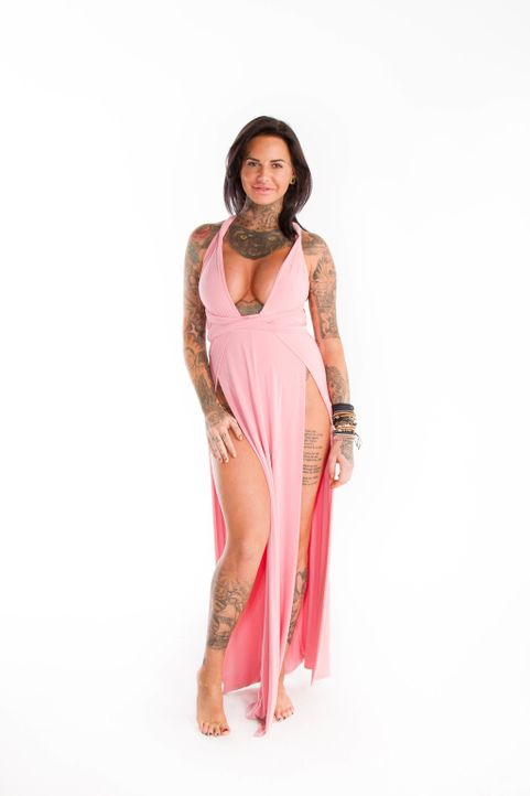 Reality Sternchen Jemma Lucy ist mit ihrem offenherzigen Look und den viel zu knappen Outfits eine echte Herausforderung für das Umstyling Team, den... - Bildquelle: Licensed by Fremantle Media Enterprises Ltd.