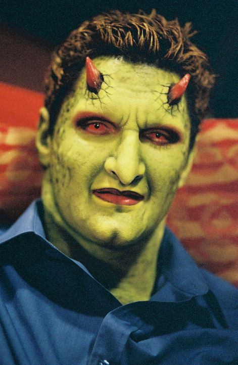 Um den Spalt zwischen den Dimensionen wieder zu verschließen, besucht Lorne (Andy Hallett) die ominöse Madame Myrna ... - Bildquelle: 20th Century Fox. All Rights Reserved.