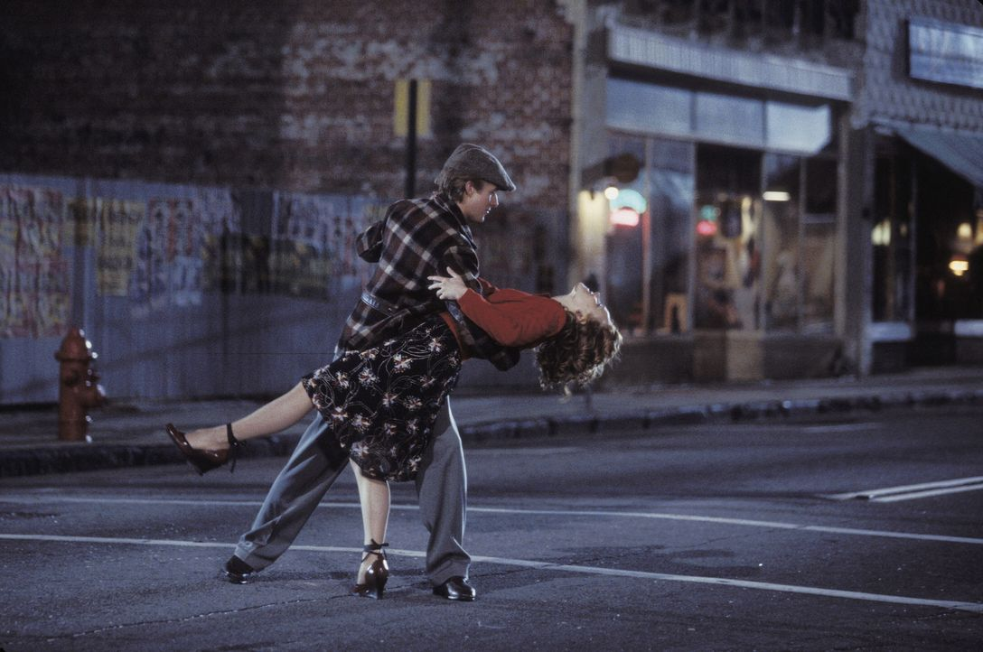 Erleben die Liebe ihres Lebens: Noah (Ryan Gosling, l.) und Allie (Rachel McAdams, r.) ... - Bildquelle: Warner Brothers International Television