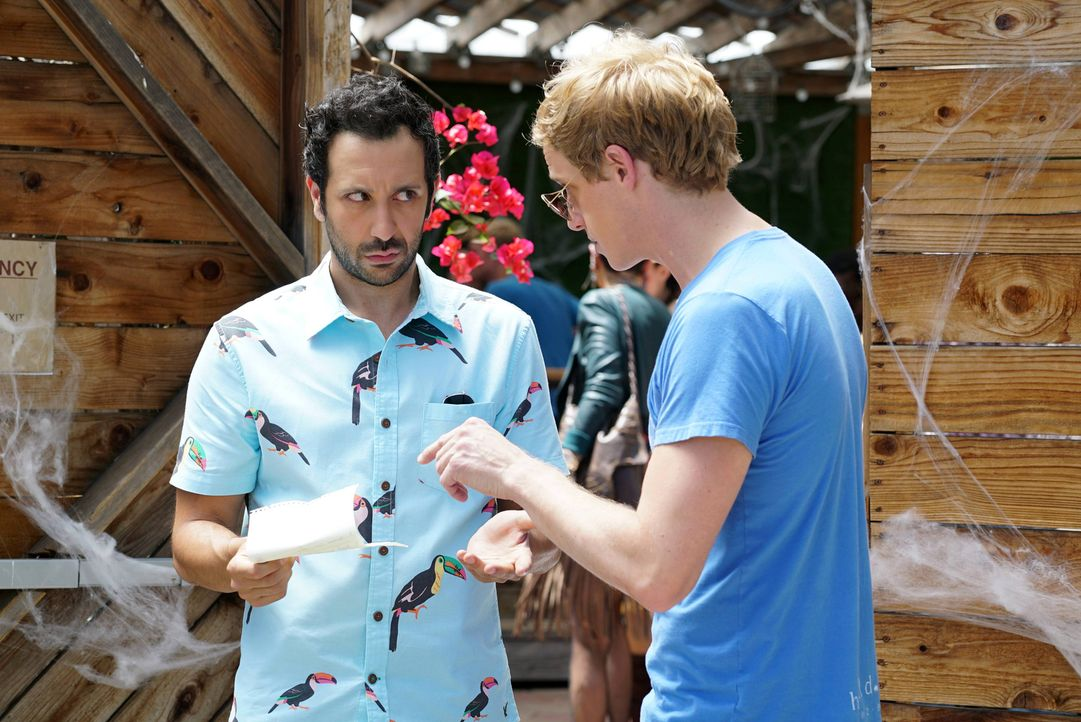Jimmy (Chris Geere, r.) macht Edgar (Desmin Borges, l.) zu seinem Komplizen beim Versuch, mit einem ganz speziellen Sunday Funday Gretchen aus ihrer... - Bildquelle: 2015 Fox and its related entities.  All rights reserved.